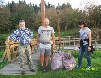 Sprzątanie brzegu Jeziorki  w Konstancinie-Jeziornie 15.10.2019