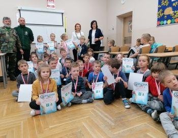 """Wręczenie nagród za konkurs plastyczny dla dzieci - """"Wędkarstwo w moich oczach"""" 2019"""